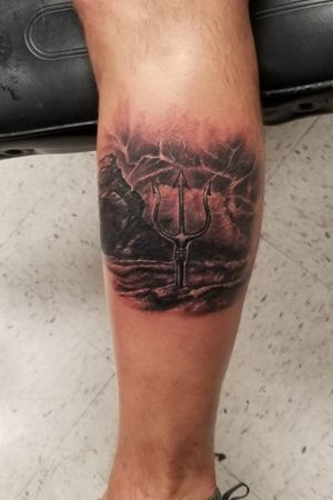 Cool trident I got to do the the storm!! #texastattoos #theatomictattoo #texas #austintattoo #blackandgreytattoos #bishoprotary #austintattoos #austintx #realistictattoo