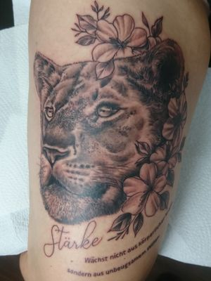 Lioness and flowers, Force does not come from physical capacity but from an indomitable will, Mahatma Gandi,Done Whit kaco Tattoo machine. Entre Lagos Tattoo & Art Gallery interlaken switzerland centralstrasse42. WhatsApp :079 448 35 83 Facebook :jairo ramirez art Instagram :entre_Lagos_tattoo Jairoramirezart@gmail.com Www.entrelagostattooartgallery.com