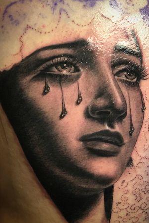 #guivy #tattoo #geneve #geneva #tatouage #tatoueur #tattoos #portrait #visage #femme #maria #details #dos #girl #blackandgrey #realism #realistic #tatoueuse #lausanne #valais