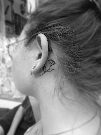 Minimalist fineline Rose flower. . . . #tattooist #tattoo #tattoodesign #tattooartist #tattooart #berlintattoo #berlintattooist #berlintattooartist #indonesiantattooartist #lineworktattoo #cleanlinestattoo #minimaltattoo #meaningfulltattoo #tattoer #tattoolovers #customstattoo #tatau #inked #hendjerin #berlinfinest #berlin #smalltattoos #rosetattoo #finelinetattoo #minimalisttattoo #simpletattoo #tattoofromberlin #flowertattoo