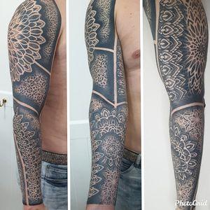 Healed. Swirlywanxsinatra@gmail.com #tattoo #blackandgrey #mandala #dotwork #oakandirontattoo #brisbane #brisbanetattoo #blackworktattoo #blackwork #geometrictattoo #geometric #sydneytattoo #sydney #australiantattoo #ritalinpower #brisbaneartist #btattooing #brisbanetattooartist