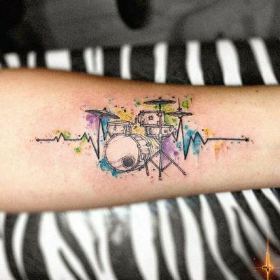 Nº792 #tattoo #tattooed #ink #inked #boywithtattoos #drums #drumstattoo #drummer #drummertattoo #music #musictattoo #beats #electrocardiogram #colorsplash #watercolor #watercolortattoo #stencilstuff #dynamiccolor #radiantcolorsink #eztattooing #ezcartridge #cheyennetattooequipment #hawkpen #bylazlodasilva