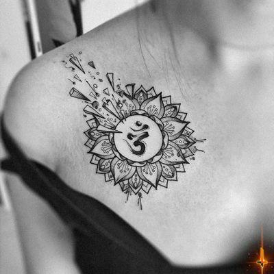 Nº851 #tattoo #tattooed #ink #inked #girlswithtattoos #mandala #mandalatattoo #om #omtattoo #aum #aumtattoo #shattered #chesttattoo #stencilstuff #dynamiccolorco #dynamiccolor #dynamicink #hummingbirdcartridges #cheyennetattooequipment #hawkpen #bylazlodasilva