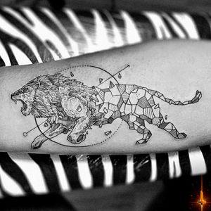 Nº809 #tattoo #tattooed #ink #inked #boyswithtattoos #lion #liontattoo #geometric #geometrictattoo #geometry #kerbyrosanes #kerbyrosanestattoo #stencilstuff #eztattooing #ezcartridge #cheyennetattooequipment #hawkpen #dynamiccolor #dynamicink #bylazlodasilva Designed by @kerbyrosanes