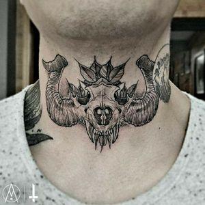 N°937 para mi gran amigo/hermano @alberto.gl MA'FREN MA'FREN MA'FREN 🖤 #tattoo #tattooed #ink #inked #boyswithtattoos #skull #skulldesign #skulltattoo #horns #teeth #floral #floraltattoo #blackworktattoo #blackwork #necktattoo 🏠 Made in @ghara_studio #gharastudio #todossomosghara 🛠️ Made with @boycottproducts #boycottproducts @dynamiccolor #dynamicink @fkirons #fkirons #spektrahalo2