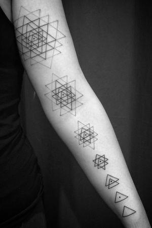 Sri Yantra evolution dotwork and linework #geometric #geometry #symbols #sriyantra #symbol #maryjane #maryjanetattoo #tatuering #tatueringstockholm #dotwork #dotworktattoo