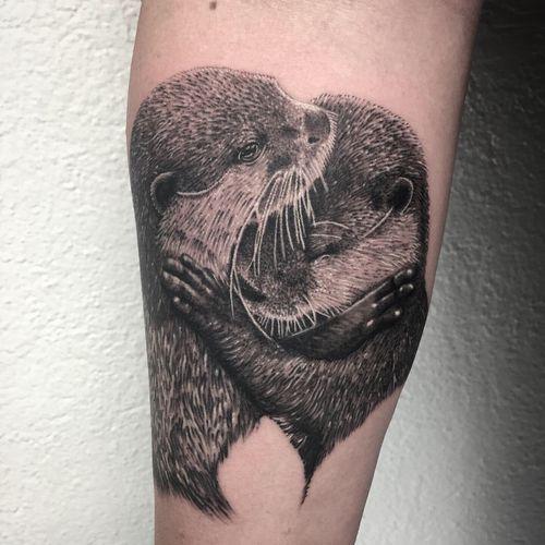 #photooftheday #tattoooftheday #tattoo #tatouage #realisticink @realistic.ink #realistictattoo #realismtattoo #realismtattoo #animalovers #animaltattoo #otter #ottertattoo #loutre #loutretattoo #tattoolausanne #lausannetattoo #lausanne #fann_ink