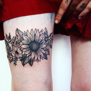 W.i.p... Today's first session from a bigger project #flowertattoo #prettyflower #floraltattoo #triangletattoo #blackworktattoos #blacktattoo #practice #learning #learningtotattoo #everythingpossible #tattoos #tattoolifestyle #tattoonewbie #ink #inked #inkedgirls #daretochange #daretobedifferent #workingheroes #beginnertattooartist #tattooedgirls #tattooworkers #inkstagram #tattoosession #tattoodo #myinkprints2019