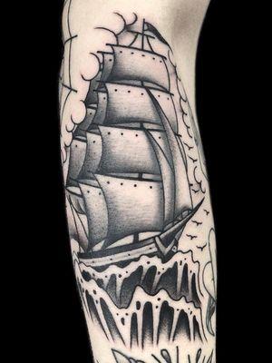 #oldschooltattoo #traditionaltattoo #tattoo #tatuagem #tatuagemoldschool #tatuagemtradicional #blackandgreytattoo #tatuagempretoecinza