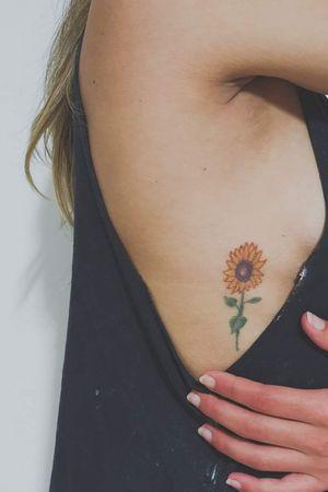 #sunflowertattoo #colortattoo #smalltattoos #womentattoo #TattoosByRamzyM