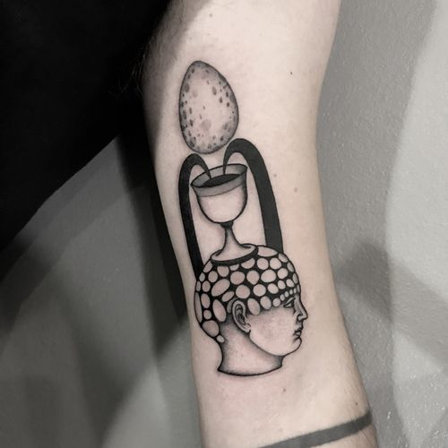 #totemica #tunguska #black #egg #cosmicegg #goblet #graal #tattoo #redcouchtattoo #milano #italy #blackclaw #blacktattooart #tattoolifemagazine #tattoodo