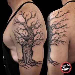 #tattoo #tattooart #tattooartist #black #blacktattoo #treeoflife #tree #treeoflifetattoo #treetattoo #dynamicink