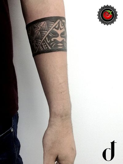 Men #armband #tattoo made in our #tattooboutique 💣💣💣 #lovethedot #thedottattooboutique #chili_art #armbandtattoo #mentattoo #menwithtattoos #menwithink #tattooedmen #mentattoos #tattooedguys #maori #maoritattoo #maoribracelet #tribal #tribaltatoos #bracelettattoo #braceletemaori #blackink #blacktattooing #neasmirni #neasmyrni #Athens #Greece