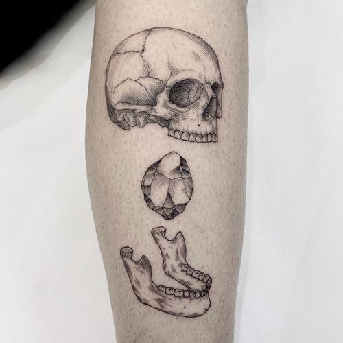 """Nosce te ipsum""                                                    MORE ON MY INSTAGRAM: _mfox                                   #tattoo #tattoos #tatuaggio #blackwork #italy #blacktattoo #skull #linework"