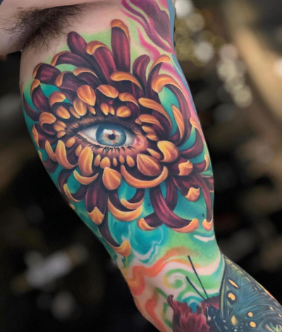 Flashback to this super fun eyeball and chrysanthemum tattoo from a few years back! 🌸👁🌸