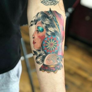Gypsy girl on the arm 💗