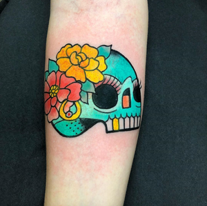 Skull with flowers today at @circustattoomadrid from tomorrow at @sevendoorstattoo and during the weekend at @londontattooconvention come by the booth! We will have new T-shirt's, patches and more stuff!!! #circustattoo #denoskull #skulltattoo
