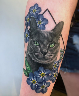 Pretty little kitty and some Forget Me Not flowers 💙💙💙 I love being able to create beautiful memories of my clients little fuzzy loved ones!😻