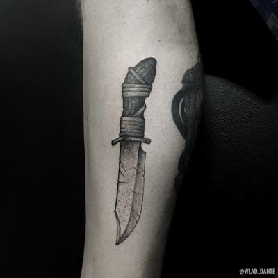 Based on my old design. #knife #knifetattoo #dotwork #darkart #darktattoo #darktattoos #weapon #weapontattoo