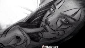 Chicano girl by mta mtatattoo milano #chicanotattoo #chicanostyle #chicanoart #chicanolettering #chicanoarte #chicanosoul #chicanotattoo #chicanolifestyle #chicanoletteringtattoo #chicanobikers #chicanostattoo #chicanohiphop #chicanostyletattoo #chicanorapmagazine #realistictattoo #realistic #portraittattoo #sketchttattoo #love #art #payasa #payasatattoo #clowngirl #mask #blackandgrey #blackandwhite #tatuaggi #chicana #mtajoe @mtatattoo