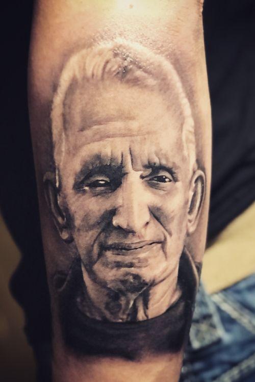 Portrait done by grifo Stylo #grifostylotattoo #grifostylo #tat2life #puravida  #elvicio #lb #itsnotmyjobitsmylifestyle #inkceremony #mexicanochingandolecabron #puravida #SJ #tattooartist #lifestyle #tattoos #Bayarea  #eldeguadalajara #guanatos #guadalacalifornia deguadalajarapalmundo #artetapatio #ritualdedolor #orale #ayloswacho Facebook @chava grifo Stylo Padilla @grifo Stylo Tattoos  Instagram @grifotat2s  T Twitter @grifo_stylo  YouTube grifo Stylo