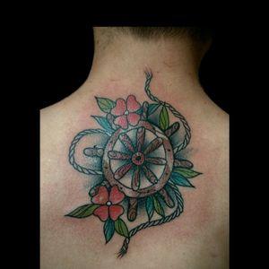 Uno de hoy.. calidad de foto horrible pero weno.. #tattoo #inked #ink #neotradi #notraditattoo #tatuajeneotradicional #noetraditionaltattoo #timon #flores #color #luchotattoo #luchotattooer