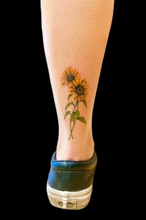 Artist: @Bones.tattoo • • • •#tattoo #tatted #tattooaddicts #vancouver #vancouvertattooartist #vancouvertattoo #westcoast #surreybc #langleybc #coquitlambc #richmondbc #ink #inked #realisticink #intenzeink #vancouverisland #granvilleisland #granville #604 #mainstreetvancouver #moviestar #actress #hollywood #realismtattoo #bestrealism #besttattoos #film #beauty #flower #simplicity #floraltattoo
