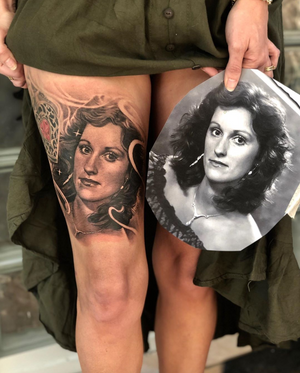 Beautiful mother Kerry on her beautiful daughter @je55em . Jessie sent me a touching healed video . In my last post Melts my heart 💞 her eyes so kind and strong and just like yours 💞💞💞 from this life to the next Jessie her love has so much power ❤️ @garageinkmanor @swashdrive_tattoo_official @metrixneedles @tattoodo @aftercareh2ocean @starbritecolors @tommyssupplies @tacsciences @z00tatt00 #beauty #alwsyswithme #blackandgrey #family #life #wonder #gratitude #appreciation #beyondourskin #garageinkmanor #starbright #heart #mother #portrait #portraittattoo