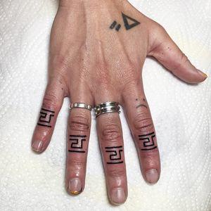 Finger tattoos by Hannes of AKA Berlin - Berlin, Germany #Berlin #Germany #akaberlin #fingertattoo #blackwork #handtattoo #linework #pattern #illustrative