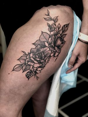 Did this big fix up #tattoo on @kristen.barrett from @truemuaythai 🙏🏼 Thanks for the trust😊 Email info@kakluckytattoos.com for bookings. •+•+•+•+•+•+•+•+•+•+•+•+•+•+• #tattoos #art #capetown #kakluckytattoos #fineline #stipple #dotwork #roses #minimalist #blackwork #420 #thightattoo #kaapstad #copenhagen #luckyironstattoo