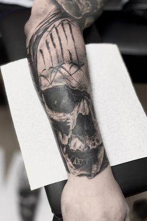 💀 #tattoo#tattoogallery#tattooinsta#inkmag#tattooer#darktattoos#tattoomodel#tattooartist#realistictattoo#blackandwhite#instatattoos#italiantattoo#tattoopage#tattoolife#bedford#onlysolidtattoo