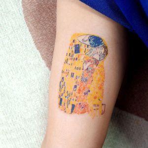 Gustav Klimt tattoo by Lit of Studio by Sol #Lit #StudiobySol #Seoul #Seoultattooartist #Koreantattooartist #Korea #gustavklimt #klimt #thekiss #painting #fineart #arm #color
