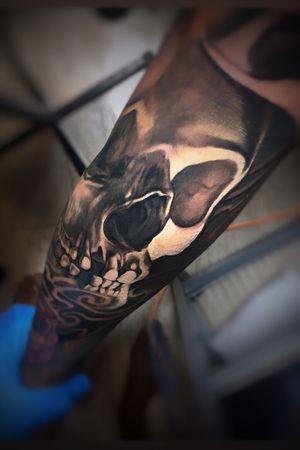 #Onlythebesttattooart #tattoo #ink #cristianrodrigueztattoos #blackandgrey #realism #surrealism #dotwork #ornamental #tribal #gemetric #colortattoo #skulltattoo #skull