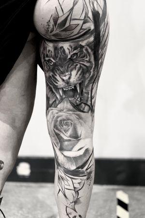Leg sleeve 🐯 #tattoo#tattoogallery#tattooinsta#inkmag#tattooer#darktattoos#tattoomodel#tattooartist#realistictattoo#blackandwhite#instatattoos#italiantattoo#tattoopage#tattoolife#bedford#onlysolidtattoo
