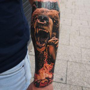 #GetOut !🔥🔥🔥 #Campfire #bear . . . . . . . . #MrWhiteSnakeTattoo #tattoosocial #Bakutattoo #tattoouk #art #tattoo #inked #ink #tatuaz #portsmouth #southamptontattoo #southampton #portsmouthtattoo #hampshiretattoo #tattooed #beartattoo #tattoos #tattooartist #fire #firetattoo #grizzlytattoo #animaltattoo #foresttattoo #wildlife
