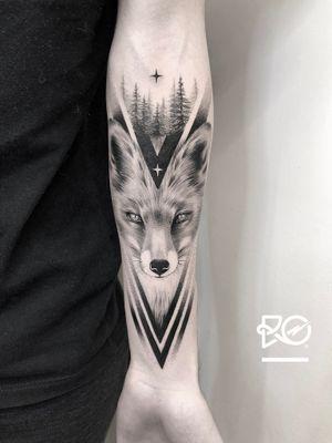 By RO. Robert Pavez • 🦊🖤 • Done in studio Chronicink • 2019 #engraving #dotwork #etching #dot #linework #geometric #ro #blackwork #blackworktattoo #blackandgrey #black #tattoo #fineline