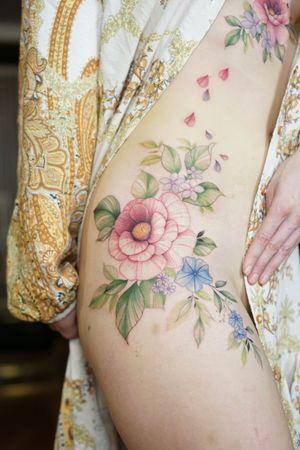 #flowertattoo #tattoodesigns #tattooart #colortattoo #tattooedwomen #inked #koreantattooartist #koreatattoo #camellia #타투 #꽃타투 #수채화타투 #감성타투 #여성타투 #타투이스트실로