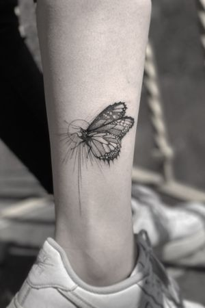Butterfly #darkartists #tatuadorescolombianos #tatuadoresbogotanos #tattrx #inkstinctsubmission #tattooinkspiration #ttblackink #art_collective #arts_help #TATTOOTODO #anibal_tattoo #tattooartist #nyc #nyctattoos #blxink #stabmegod
