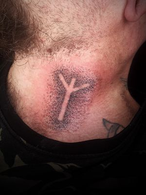 Algiz rune for protection ........ ................................................ #odin #handpoke #handpoketattoo #dotwork #dotworktattoo #stikandpoke #poke #iceland #icelandtattoo #reykjavik #reykjaviktattoo #spiritualtattoo #tattoo #blackwork #vikingtattoo #vikingtattoos #norsetattoo #runetattoo #rune #runes #algize #necktattoo #headtattoo #handpoke