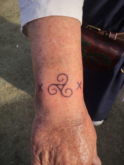 Triskele handpoke tattoo at the Icelandic Vikingmarket ................................................ #odin #handpoke #handpoketattoo #dotwork #dotworktattoo #stikandpoke #poke #iceland #icelandtattoo #reykjavik #reykjaviktattoo #spiritualtattoo #tattoo #blackwork #vikingtattoo #vikingtattoos #norsetattoo #runetattoo #rune #runes #necktattoo #headtattoo #handpoke #triskele #triskeletattoo #Celtic