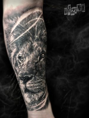 Lion on forearm. 6.5 hours, 1 sitting. 𝐓𝐨 𝐛𝐨𝐨𝐤 𝐩𝐥𝐞𝐚𝐬𝐞 𝐞𝐦𝐚𝐢𝐥 𝐰𝐢𝐳𝐢𝐧𝐤.𝐨𝐟𝐟𝐢𝐜𝐢𝐚𝐥@𝐠𝐦𝐚𝐢𝐥.𝐜𝐨𝐦