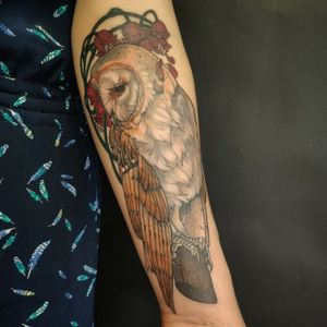 Barn Owl done while a guest at Eclipse Tattoo - Barcelona #owl #owltattoos #solidtattoos #neotraditionaltattoos #neotraditional #newtraditional #berlintattoo #berlin #berlinink #illustrationtattoo #colortattoo