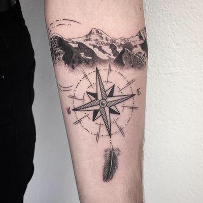 #tattoo #tatouage #tattoooftheday #photooftheday #mountains #mountaintattoo #compass #compasstattoo #montagne #rosedesvents #plume #feathertattoo #feather #dot #dotwork #petitspoints #lausanne #tattoolausanne #lausannetattoo #fann_ink