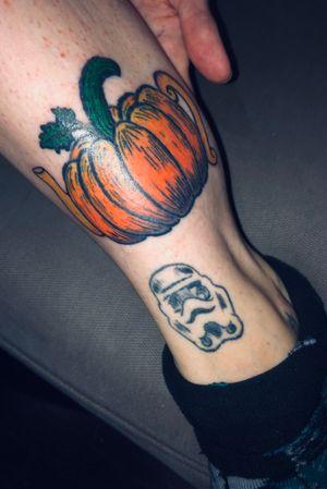 Finally finished my pumpkin tattoo 😍🎃   #pumpkin #pumpkintattoo #halloweentattoo