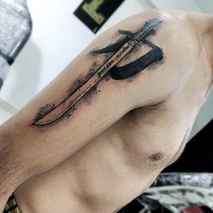 Quieres tatuarte conmigo?. Escríbeme Whatsaap (+57)3017050703 Instagram @livisouma Cali.colombia #swords #swordtattoo #tattooartist #finelinetattoo #sketchtattoo