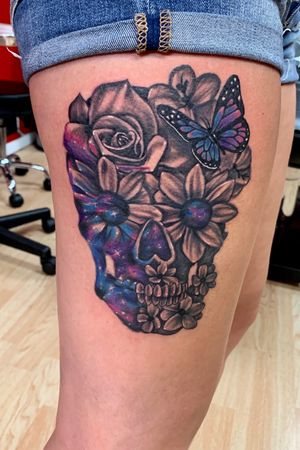 Black and gray/ color space flower skull #blackandgrey #colorful #space #colortattoo #flowers #flowertattoo #skulltattoo #skull #blackandgreytattoo #rosetattoo #rose
