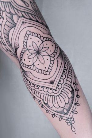 Ornament/mandala sleeve