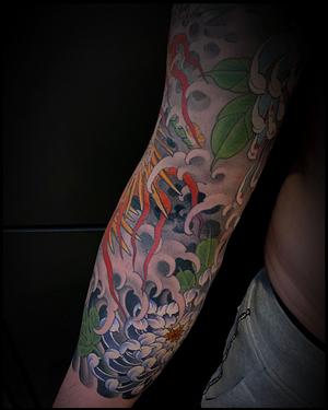 Ditch detail. @fountainheadnewyork . . #mattbeckerich #water #japanesewater #irezumi #japanesetattoo #newyorktattoo #huntingtonnewyork #huntingtonvillage #dragon #crysanthemum #mum #mumtattoo