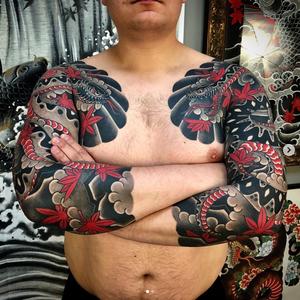 🍁Рукава со змеями🍁 #buslay #buslaytattoo #foxboxtattoo #tattoo #tattooartist #tatrussia #tattooinrussia #japanesetattoo #japanesetattoos #orientaltattoos #traditionaltattoo #japanesetraditionaltattoo #irezumi #irezumitattoo # #irezumistudy #тату #татуировка #мастертату #татуировщик #татусалон #салонтатуировки #буслай #буслайтату #японскаятатуировка #татумастерпояпонии #японскаятатуировкавмоскве #татувмоскве