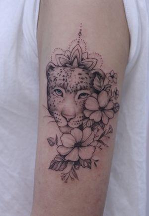 #leopard #mandara #flower #blue eyes